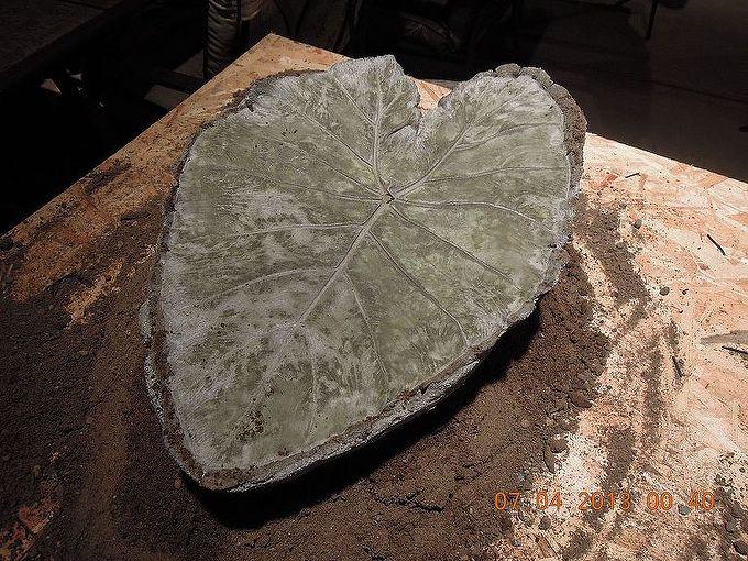 making garden art birdbaths, crafts, gardening, repurposing upcycling, peel the leaf off