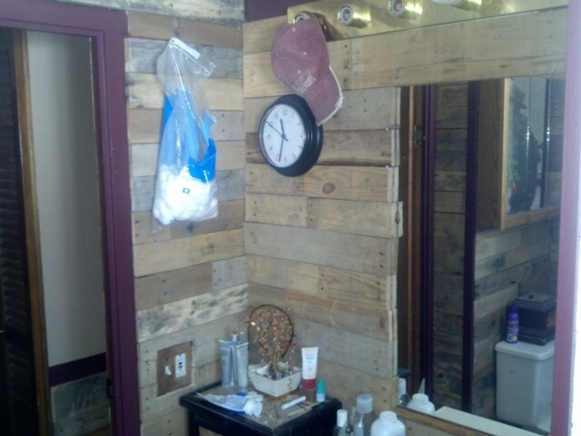 friend used pallets in her old mobile home, pallet, repurposing upcycling, wall decor