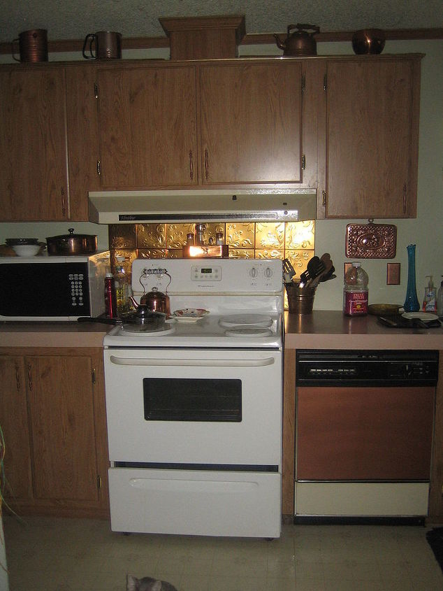 Flat Kitchen Designs: Painting Flat Kitchen Cupboards