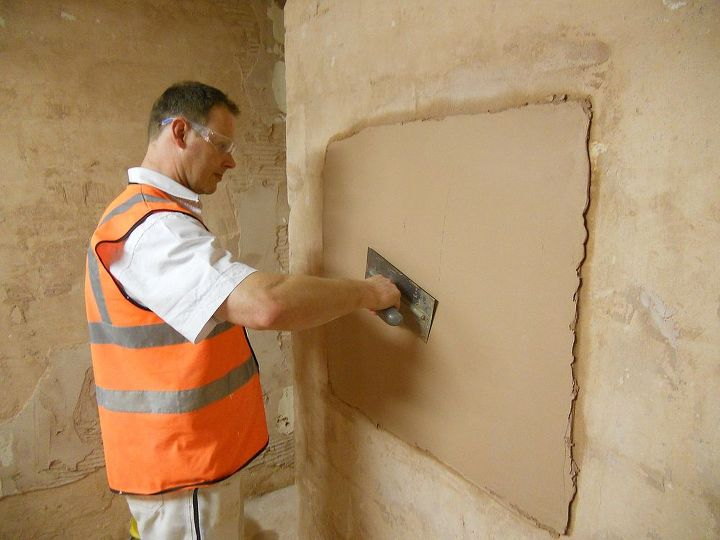 Once the plaster start to go hard apply water to achive a smooth finish