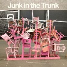 loving me some junk in the trunk, The entrance wall