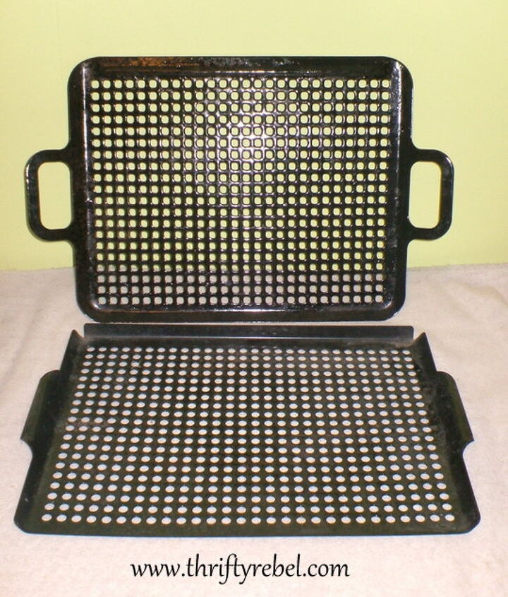 Here's the set of vintage cooking grills that I started with.