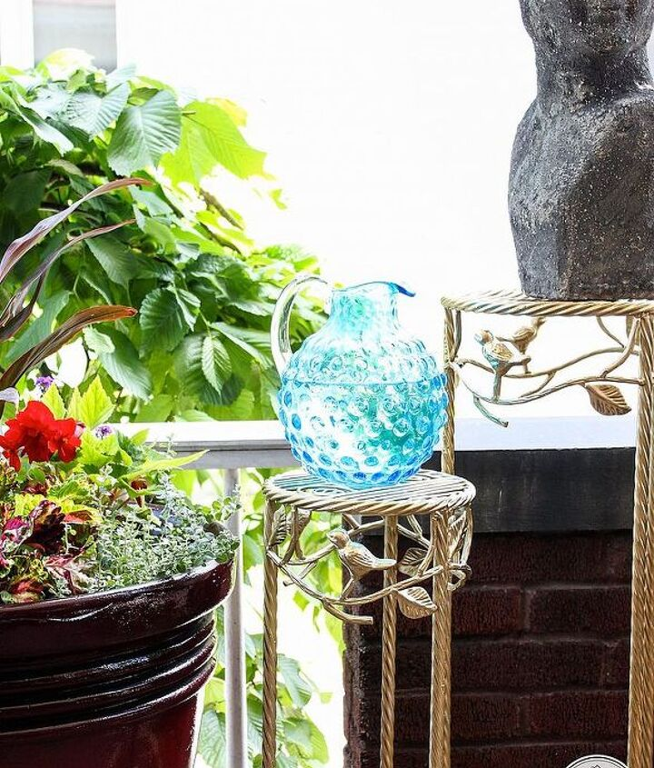 Use gold spray paint outdoors via Inspired by Charm
