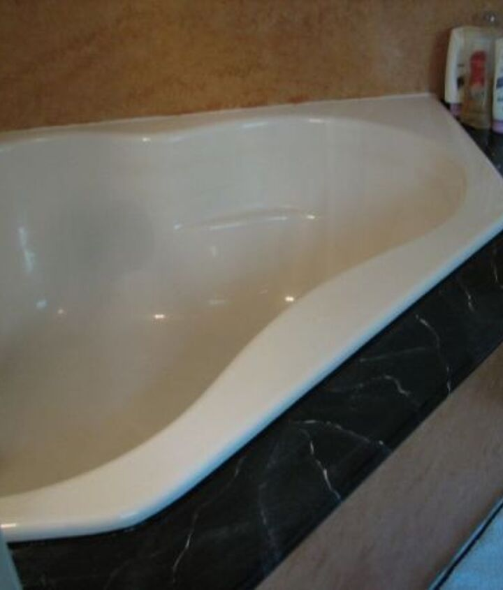 A matching seat all the way around the tub and the enclosure painted with the same sponged faux finish.