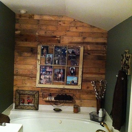 pallet wall in bathroom with old window as picture frame, bathroom ideas, pallet, wall decor