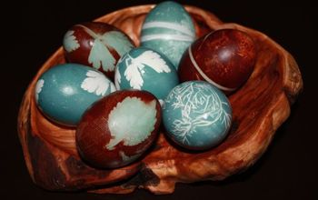 How to Dye Eggs and give them beautiful Relief Patterns with Herbs...