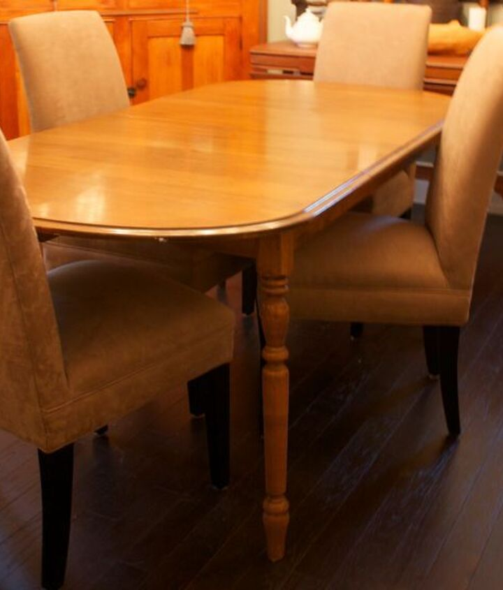 Ugly table and chairs before