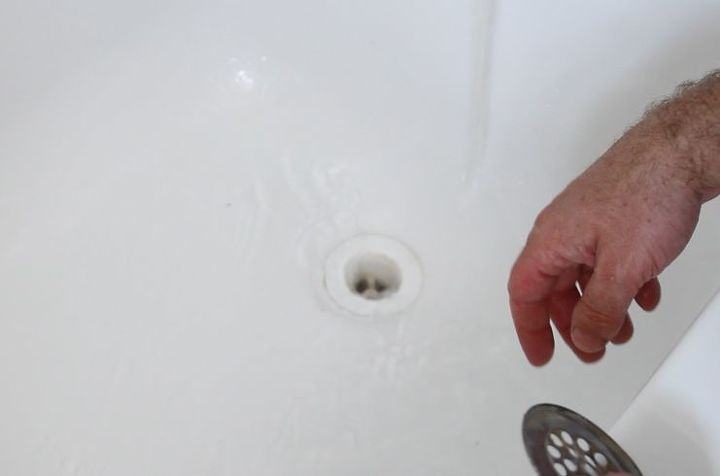 how to unclog a bathtub drain the easy way, bathroom ideas, cleaning tips, home maintenance repairs, how to, plumbing, Run the water for 5 minutes to ensure your pipes are unclogged