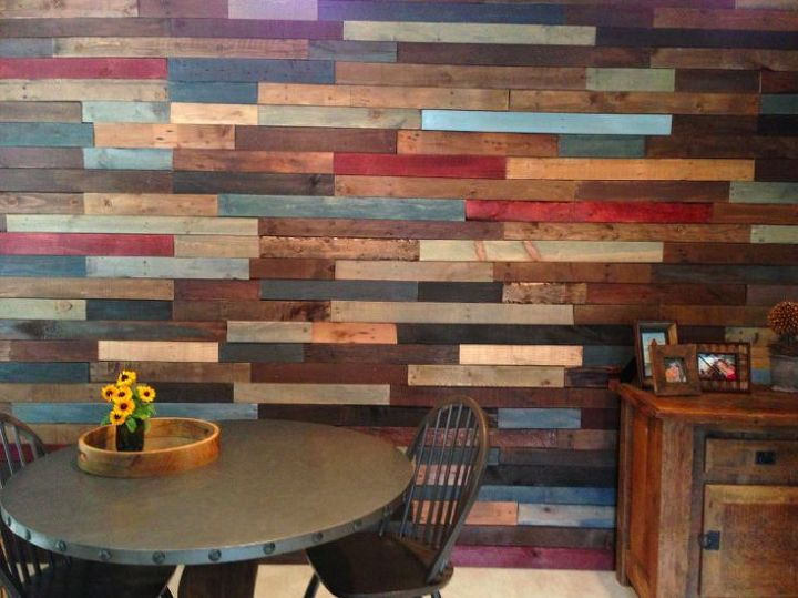 pallet wall diy home decor pallet repurposing upcycling storage ideas - Pallet Wall