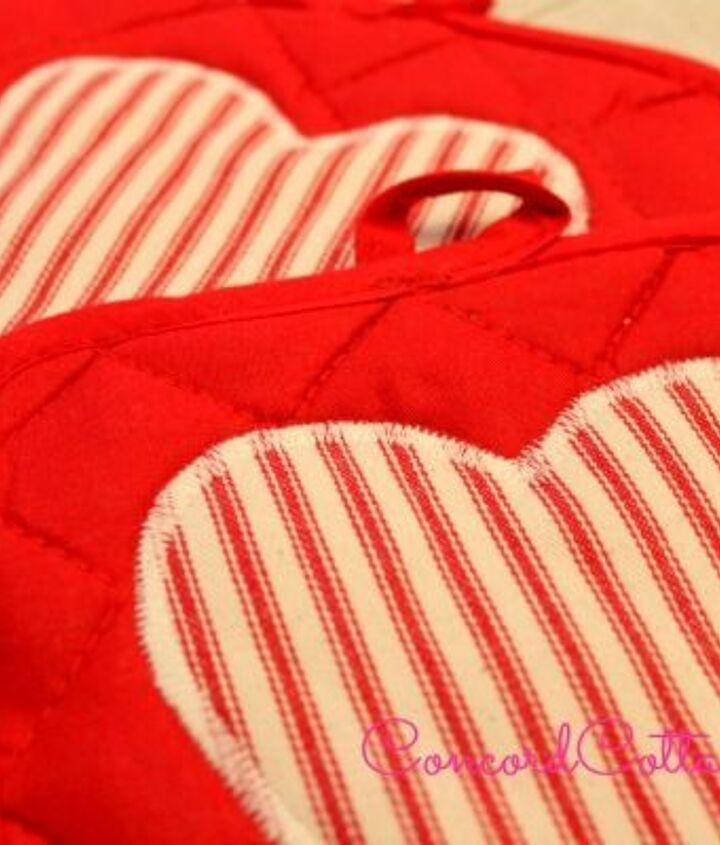 1 store oven mitts pot holders with ruffles, crafts, kitchen design, seasonal holiday decor, valentines day ideas