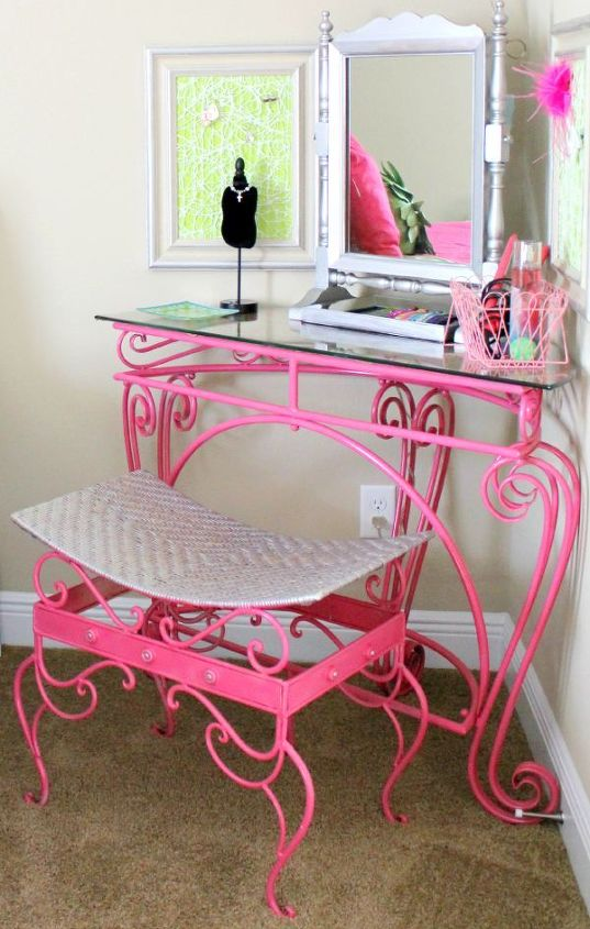 Pretty in Pink. Find lots of DIY design inspiration from this tween bedroom makeover at Fresh Idea Studio.