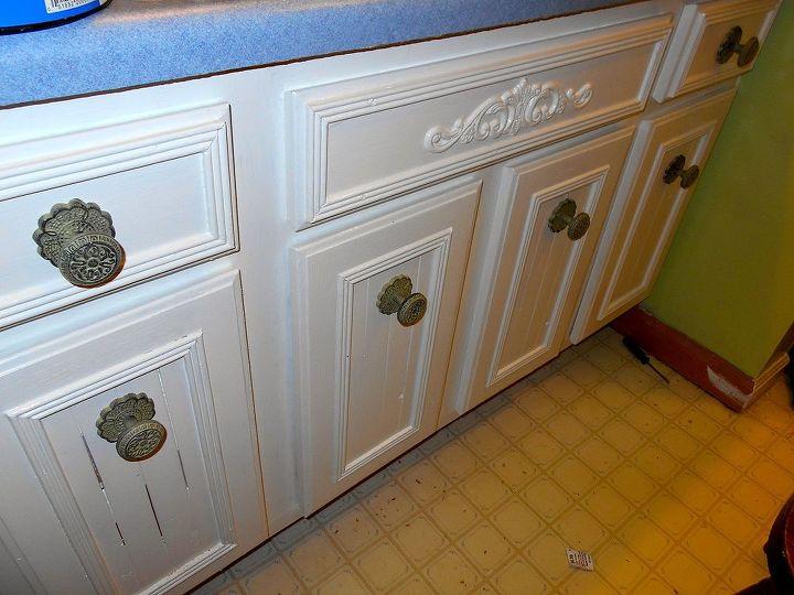 vanity makeover, bathroom ideas, painted furniture