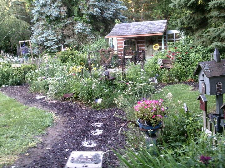 my junkique garden spots around our country prim home sweet home flowers gardening - Prim Garden
