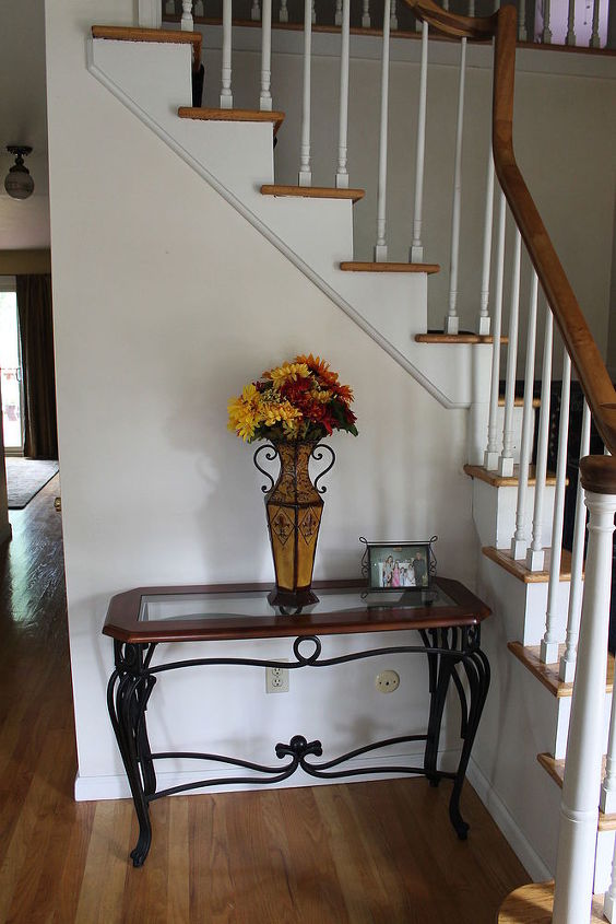 q entryway foyer decor ideas, foyer, home decor, I love this table just not sure I have the right decor to accent it
