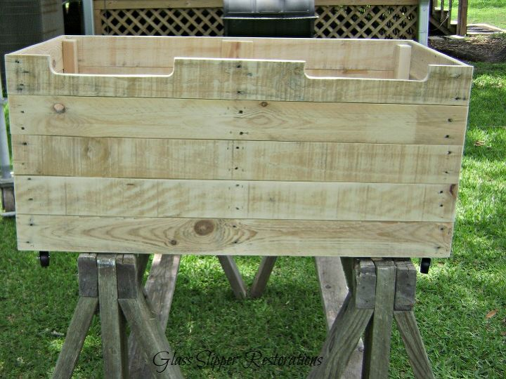 a toybox made from pallet wood, diy, pallet, repurposing upcycling, storage ideas, woodworking projects