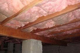 Crawl space Fiberglass insulation