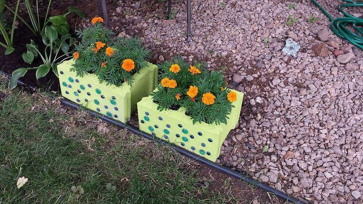 outdoor decor cinder block planter, flowers, gardening, repurposing upcycling