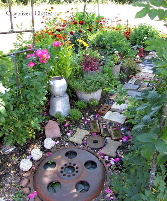 Junk Garden Ideas 2018 Edition: Fun & Funky Garden Art Inspiration