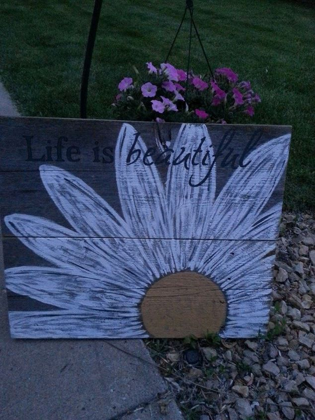 Daisy Pallet Sign Painting Repurposing Upcycling