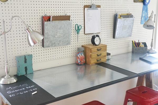 DIY Sawhorse Desk | Hometalk