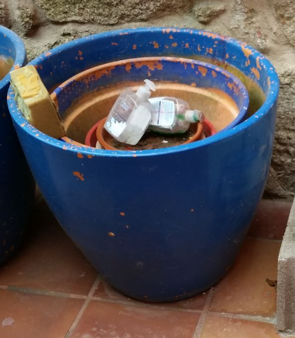 gardening flowerpots uses ideas, container gardening, gardening, repurposing upcycling, 2 big ones external and 3 medium ones inside