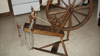 , Antique spinning wheel