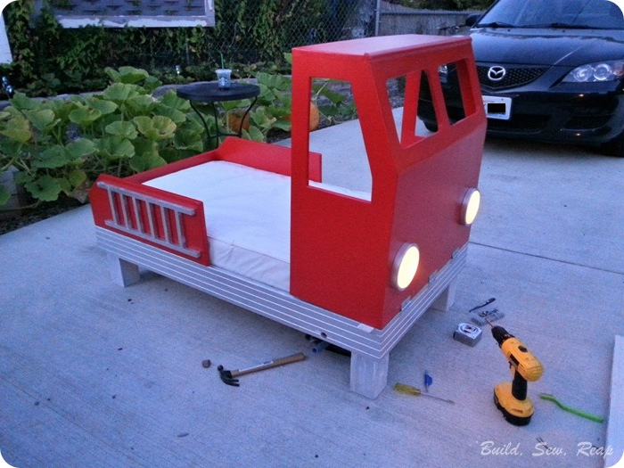 Fire truck toddler bed hometalk for Fire truck bedroom ideas