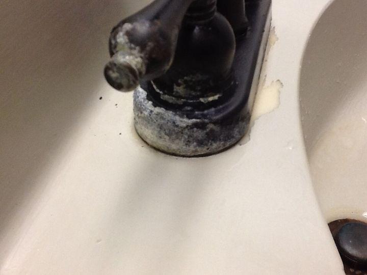 q white water deposits help, bathroom ideas, home maintenance repairs, Hard water lime deposits