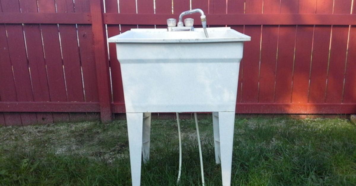 Spray Painted Plastic Laundry Tub Hometalk