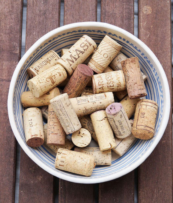 wine cork mosaic pinboard, crafts, organizing, repurposing upcycling, wall decor