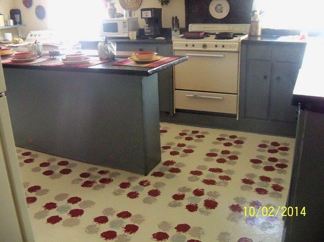 Stenciling Old Linoleum Floors