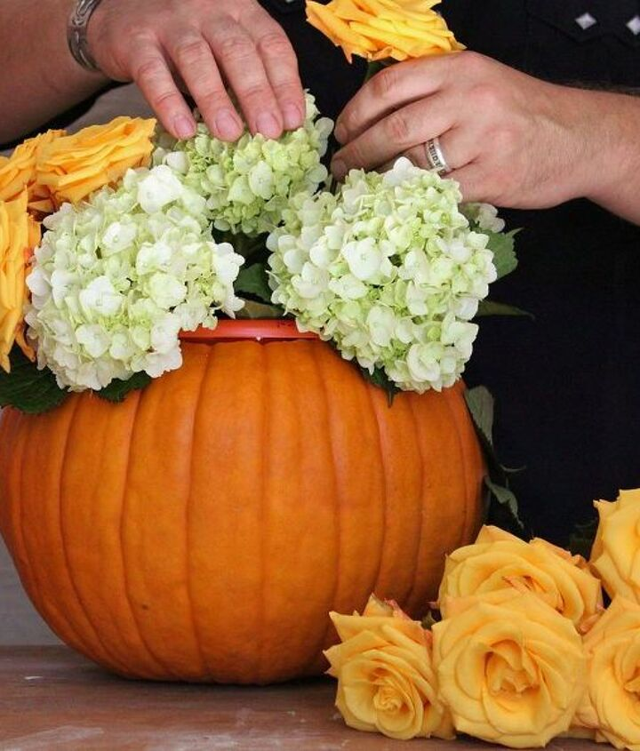 halloweeen flower arrangement pumpkin, flowers, gardening, halloween decorations, seasonal holiday decor