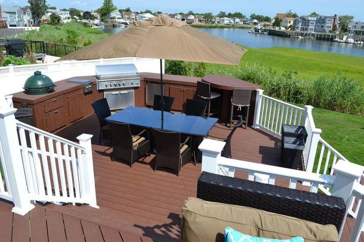 3-Level Decking Design Solves Backyard Slope Problem ...