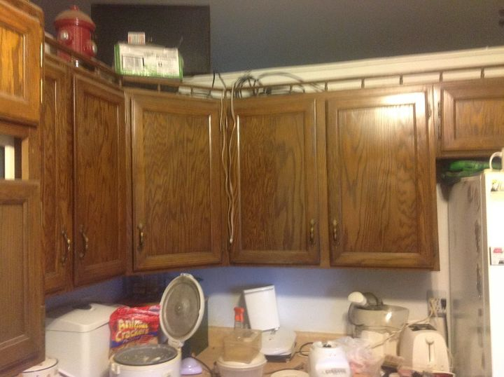 My kitchen floor is white--what color should I paint my cabinets ...