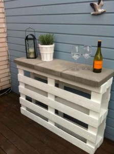Diy pallet patio table hometalk diy pallet patio table build diy how to painted furniture pallet solutioingenieria Gallery