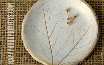 Leaf-Imprinted Clay Dish - With a Hint of Gold