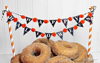 halloween mini banner decoration, halloween decorations, seasonal holiday decor, Tie to striped straws for displaying banner