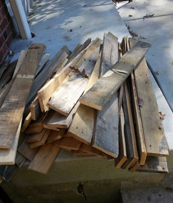 The pile of dismantled pallets.