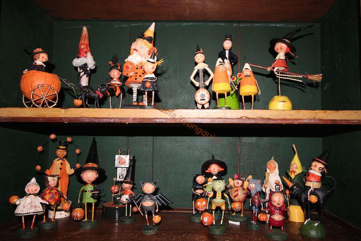 halloween figurine display, container gardening, gardening, halloween decorations, home decor, seasonal holiday decor