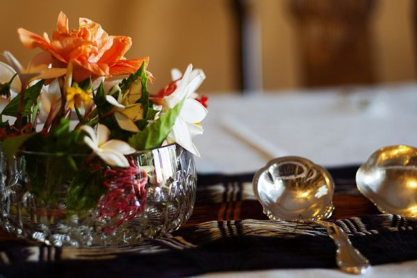tips to get your house ready for holiday guests, cleaning tips, seasonal holiday decor
