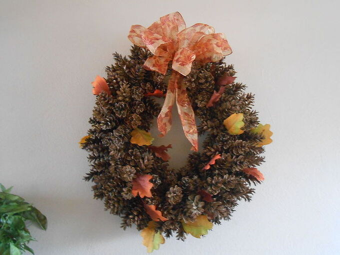 diy pine cone wreath using chicken wire, crafts, wreaths