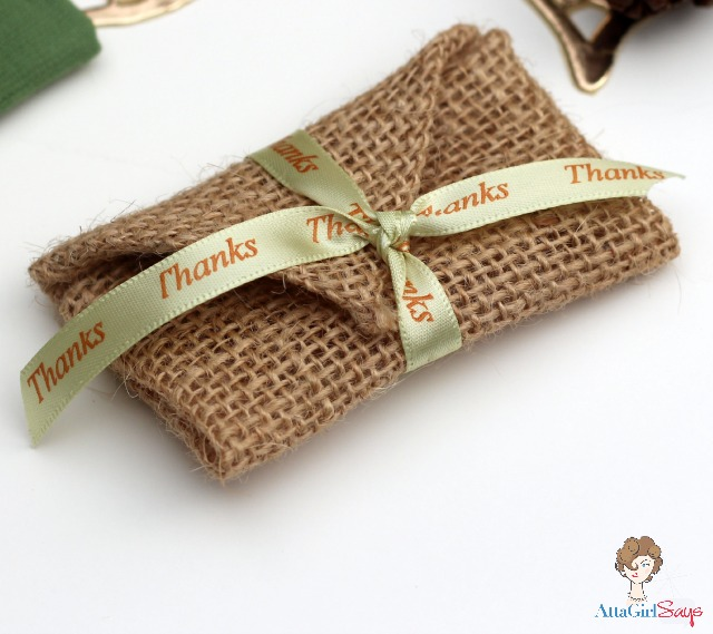 how to burlap thanksgiving place card envelopes, seasonal holiday decor, thanksgiving decorations