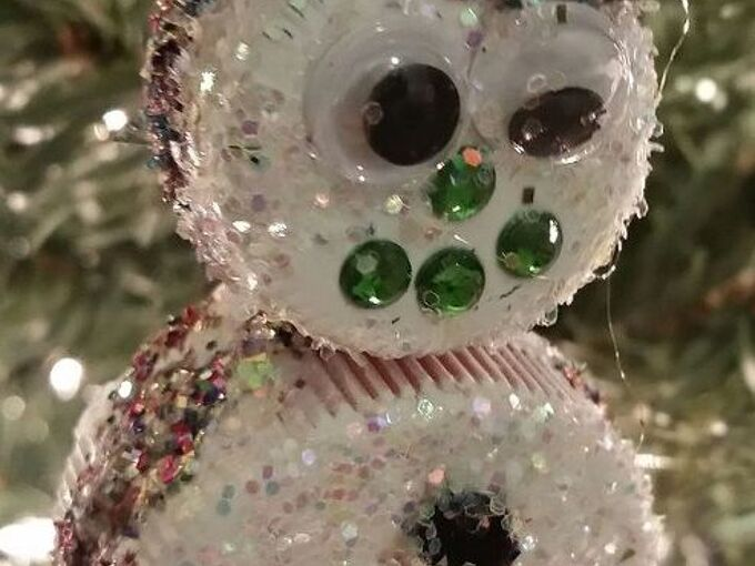 create children s christmas ornaments from milk and soda lids, christmas decorations, crafts, repurposing upcycling, seasonal holiday decor