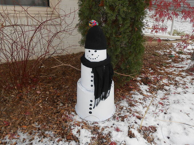 how to make a outdoor snowman using plastic nursery pots, christmas decorations, crafts, repurposing upcycling, seasonal holiday decor