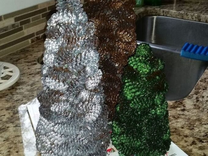 how to make a pine cone christmas tree, christmas decorations, crafts, seasonal holiday decor