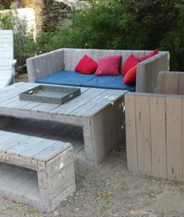how to build a pallet patio