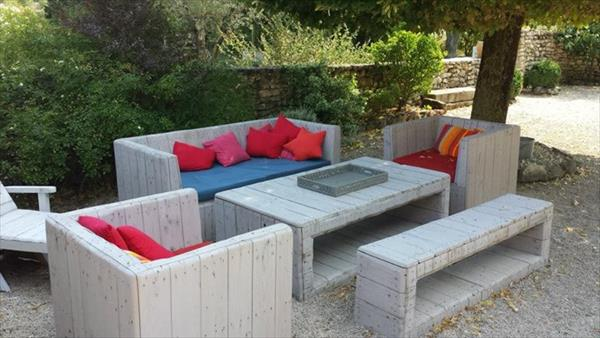 How To Build Pallet Furniture For Patio Diy Outdoor Painted
