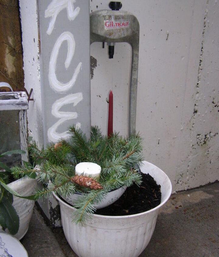 how to upcycle a junkin christmas sign, home decor, seasonal holiday decor