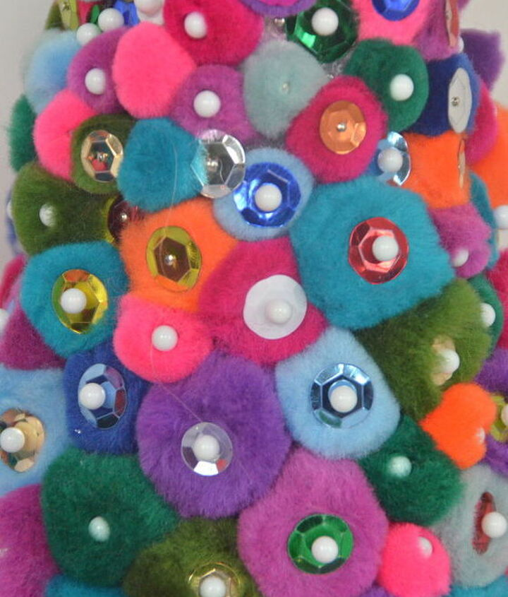a very pom pom christmas, christmas decorations, crafts, seasonal holiday decor, wreaths