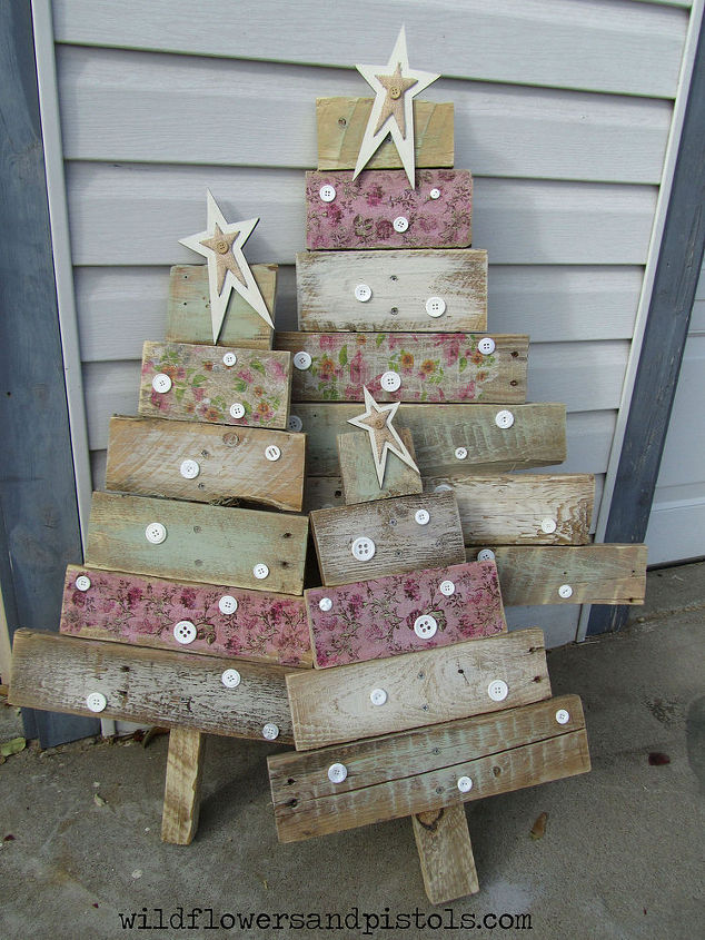 pallet wood christmas trees christmas decorations painted furniture pallet - Wooden Christmas Tree